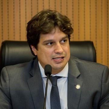 Lucas Ramos critica projeto que prevê privatização de áreas da transposição