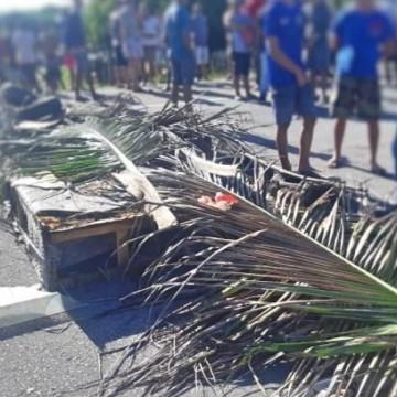 Protesto em Igarassu interdita BR-101 norte e causa longo congestionamento