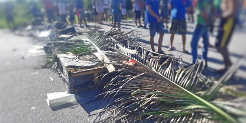 Moradores da comunidade de Botafogo interditaram a via por volta das 7h30 desta quarta-feira (8), reivindicando mais segurança na localidade