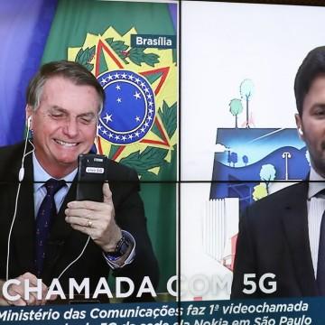 Bolsonaro recebe primeira videochamada com 5G