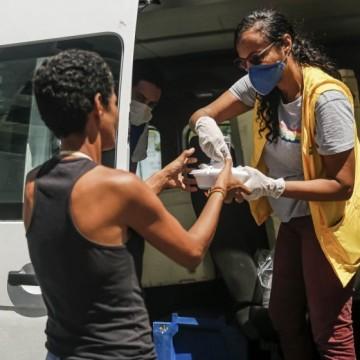 Recife entrega marmitas a pessoas em situação de vulnerabilidade social