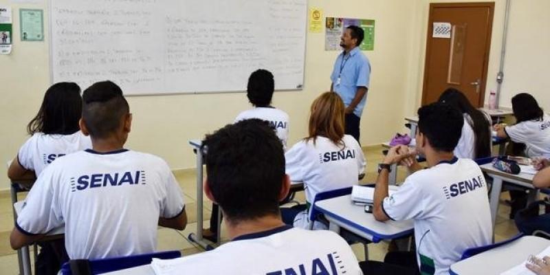 Podem participar da seleção pessoas que já concluíram o ensino médio. Seleção de alunos será feita pela nota do ENEM