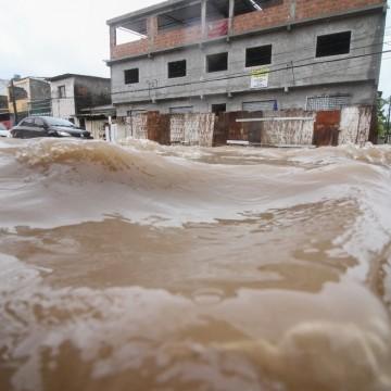 Fortes chuvas em Pernambuco causam alagamento e deixam população em alerta