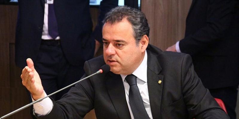 Deputado Danilo Cabral (PSB-PE) apresentou duas propostas na câmara com o objetivo de assegurar o direito dos empregados