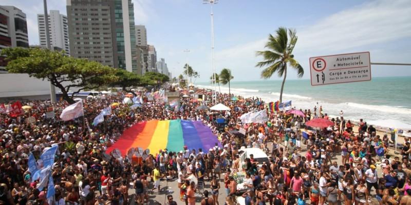 O evento contempla apresentações artísticas LGBT e shows, com atrações como Gabi do Carmo e Amigas do Brega, além de desfile de 12 trios elétricos