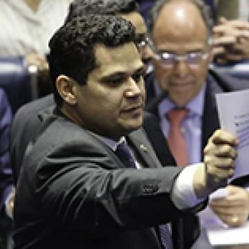 Entidades entregam carta a Alcolumbre contra mudanças no quadro partidário