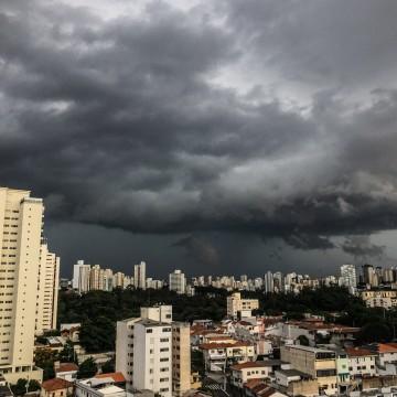 Apac emite alerta de possibilidade de chuva forte na RMR, nesta sexta
