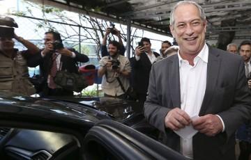 "Ciro chama Carlos Bolsonaro de ""percevejo"""