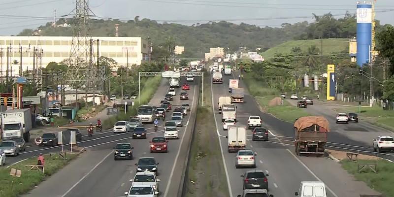 Os condutores devem seguir pelas pistas locais até o final dos pontos de interdição tanto no sentido Recife-Caruaru como no Caruaru-Recife.