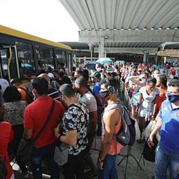 Volume de passageiros nos coletivos tem queda de 20%, diz secretário