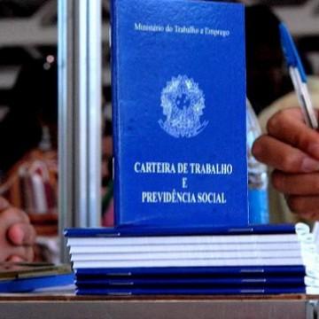 Brasil perde mais de 860 mil empregos formais em abril