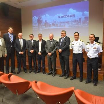 Ministro da Defesa visita instalações do Porto Digital
