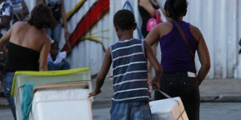 De acordo com dados do IBGE, o Brasil tem 2,4 milhões de crianças e adolescentes entre cinco e 17 anos trabalhando