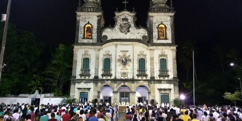 A expectativa é que mais de mil fiéis participem do ato de fé, que tem previsão para terminar às 21h30 da noite