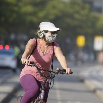 Infração para quem desrespeitar ciclistas no trânsito chega perto dos R$ 300