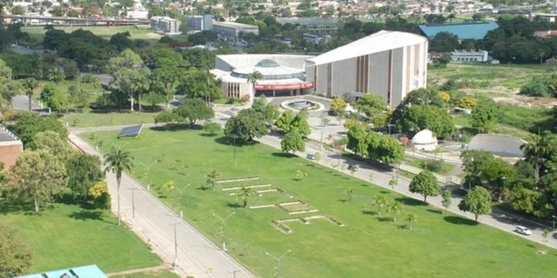 As atividades acadêmicas da universidade deverão ser retomadas em formato híbrido, analisadas as condições de segurança e saúde