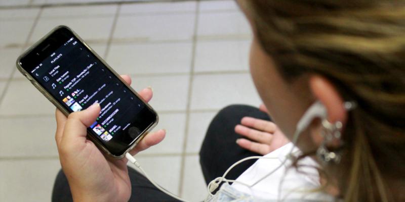O primeiro registro de utilização da tecnologia foi de estudantes da universidade da Califórnia, Los Angeles (UCLA) que tentaram enviar uma mensagem