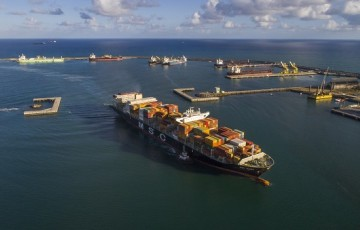 Suape dá desconto tarifário para navios menos poluentes