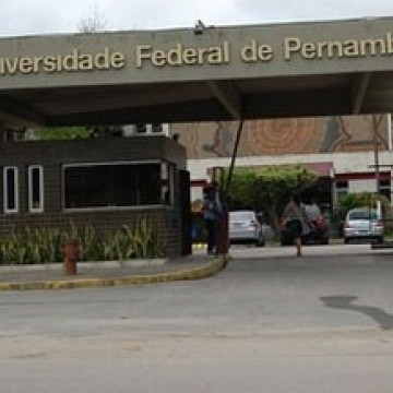 Universidade públicas de Pernambuco realizam ato contra cortes no orçamento deste ano