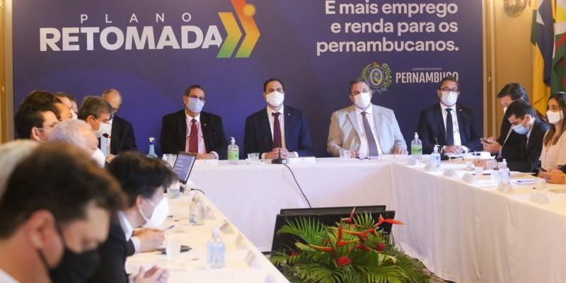Alexandre Rebêlo explicou que o primeiro eixo terá foco nos investimentos públicos, como recuperação de estradas e geração de empregos