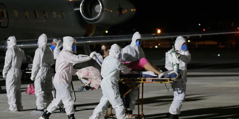 As dez pessoas passaram por uma triagem e estão distribuídas em unidades hospitalares da capital pernambucana.