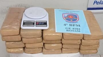 Polícia apreende 25,6 quilos de maconha e prende dupla em flagrante