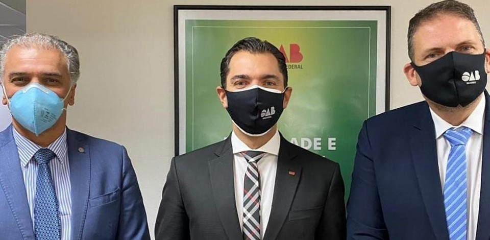 Presidente da OAB Caruaru visita entidade em Brasília