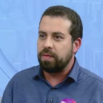 Guilherme Boulos visita o Recife e tece duras críticas ao presidente Jair Bolsonaro