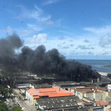 Com protesto e incêndio paralelos, trânsito do Recife segue complicado