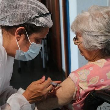 Trabalhadores da saúde do Recifecom mais de 60 anos, podem agendar vacinação contra o Covid-19