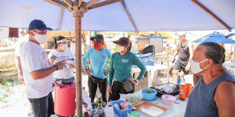 Iniciativa no Cabo de Santo Agostinho abordou banhistas e trabalhadores em praias da cidade com apoio da PM, Procon, Guarda Municipal e Vigilância Sanitária.