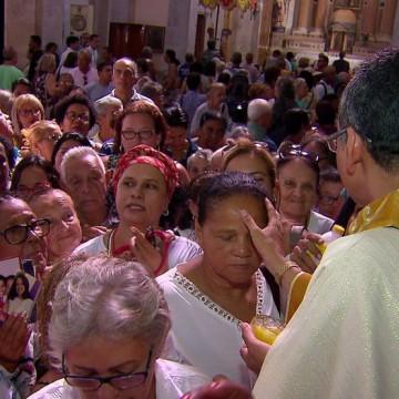 Tradicional benção de São Félix leva centenas de fiéis a basílica de Nossa Senhora da Penha