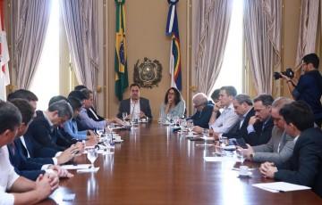 Paulo Câmara reúne bancada federal para agradecer emendas destinadas ao estado