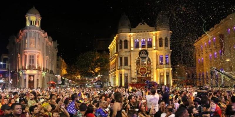 O desfile do Galo da Madrugada, maior bloco de rua do Mundo, também deve concentrar boa parte dos que têm intenções de concorrer, principalmente, ao cargo de prefeito