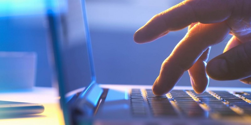 Para se inscrever, é necessário ter um e-mail, noções básicas de informática e acesso à internet