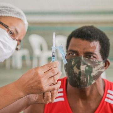 Pernambuco autoriza a vacinação de todos os grupos prioritários e pessoas com 59 anos