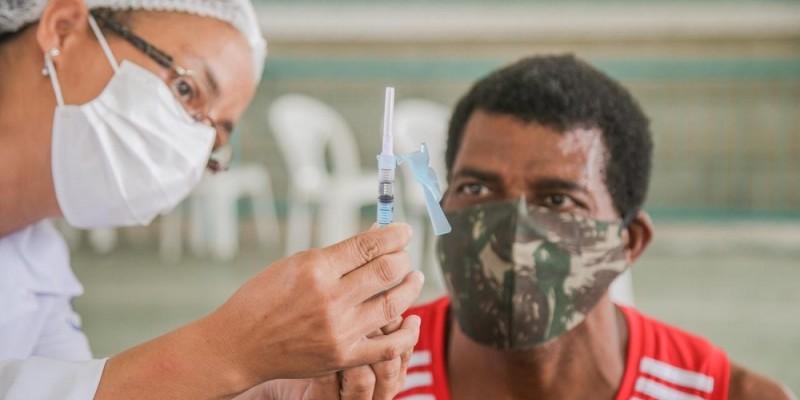 Em pronunciamento divulgado nesta quinta-feira (27), o governador, Paulo Câmara anunciou que o estado vai acelerar a vacinação da população contra a covid-19