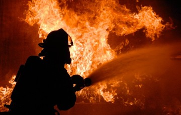 O incêndio se alastra sobre a economia