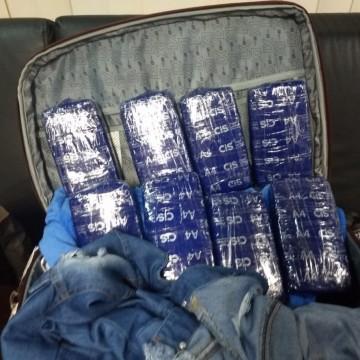 Mulher é presa com 1,7 kg de cocaína no Aeroporto do Recife
