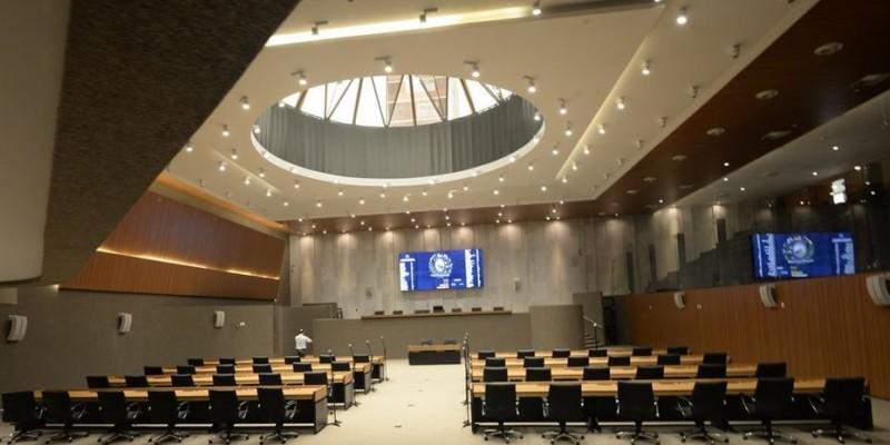 O deputado João Paulo, do PCdoB, que apresentou o Projeto de Lei, foi o único a votar contra o relatório,  alegando que o funcionamento de consultórios de enfermagem já é autorizado em outros estados brasileiros