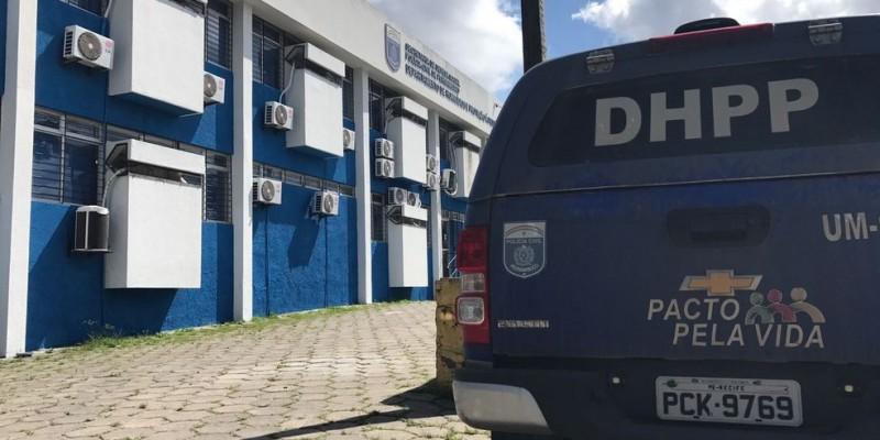 Segundo a Polícia Civil, corpo da mulher estava em um antigo centro de apoio a usuários de drogas, em Piedade. A polícia investiga homicídio em Jaboatão