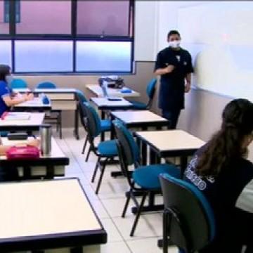 Ensino médio retoma aulas presenciais nesta segunda-feira (12)