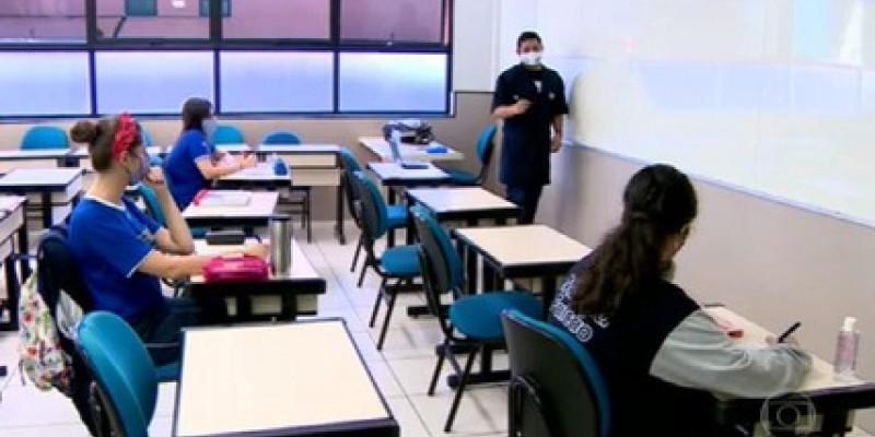 O cronograma foi estabelecido pelo governo de Pernambuco, que determinou a volta gradual dos alunos por causa do aumento de casos da covid-19