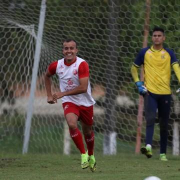 Dal Pozzo comanda treino no aguardo de Matheus Carvalho e William Simões