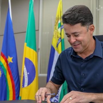 Anderson anuncia cadastramento para vacinação contra Covid-19 de professores e pessoas a partir de 59 anos no Jaboatão