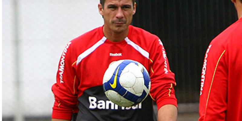 O ex-zagueiro colorado foi bicampeão da Copa Libertadores e atuava no departamento consular do clube