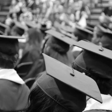Empresa de formaturas decreta falência e deixa estudantes com prejuízo de mais de um milhão de reais