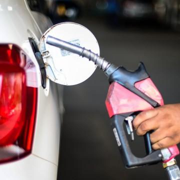 Presidente discute preço dos combustíveis com Câmara e Economia