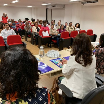 Violência contra pessoa idosa  é discutida no Recife