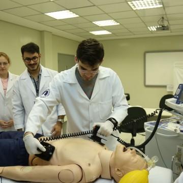FormaSUS: Pernambuco abre inscrição para 87 bolsas integrais em 8 cursos superiores de saúde